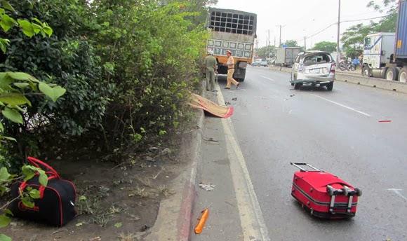 Một phụ nữ chết thảm khi nhặt vali trên quốc lộ 1A