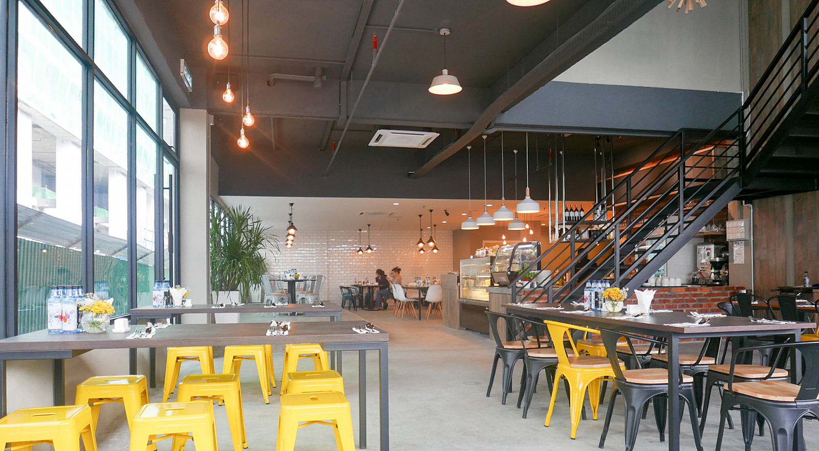 Blue apron restaurant - Yellow Apron Brings A Bright New Silver Lining To Workers In Pj S Section 13 Colouring Outside The Lines Of What To Expect On A Street Of Warehouses