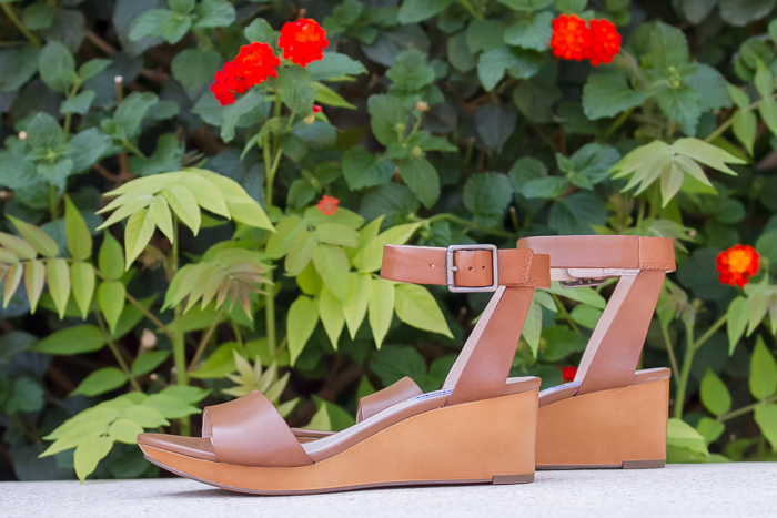 Fresh and comfy shoes for summer - Wedged sandals with straps and buckle
