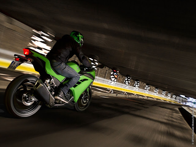 2013-Kawasaki-Ninja-300-video-overview-www.hydro-carbons.blogspot.com-Europe