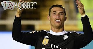 Liputan Bola - Agen Iker Casillas, Santos Marquez, memberikan pernyataan menghebohkan. Santos Marquez mengatakan bahwa bintang Portugal, Cristiano Ronaldo, sudah memberikan tanda-tanda ingin hengkang dari klub Real Madrid.