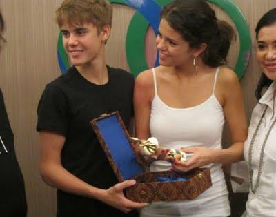 selena gomez and justin bieber in kl. Selena Gomez y Justin Bieber