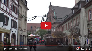 La Valkyrie erre près du marché de Noël à Ettlingen.