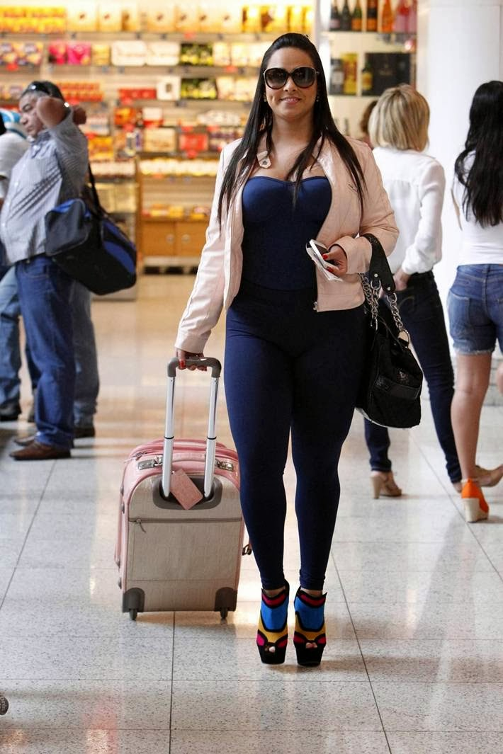Andressa Soares's out of airport