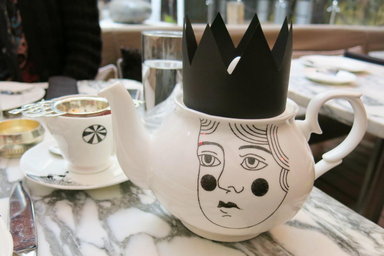 Mad Hatter´s afternoon tea på Sanderson Hotel