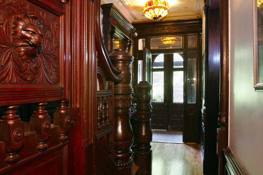 Old world gothic and victorian interior design august 2013 for New york brownstone interior design