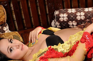 Model Popular Seksi Ririen Tjandra