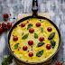 Omlet z pomidorkami i bazylią