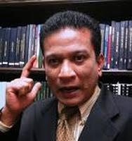Pensyarah Universiti Kebangsaan Malaysia (UKM), Prof Madya Datuk Agus Yusof.