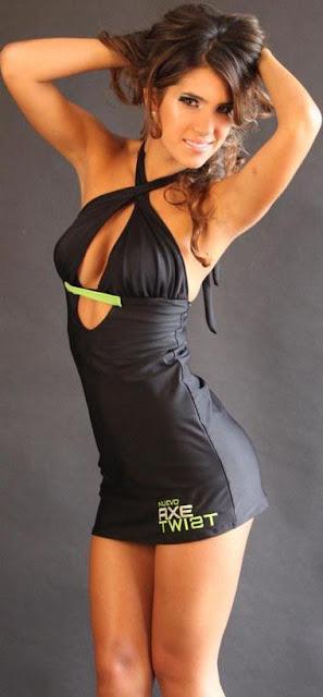 Vanessa Tello con vestido negro de AXE TWIST