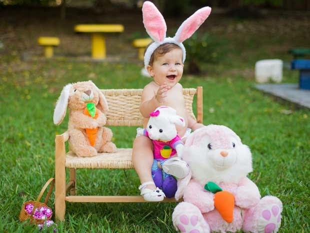 Pascoa-ensaio-fotografico-criança-lambuzada-de-chocolate-com-fantasia-de-coelhinho  Easter-test-photographic-child-of-chocolate-smeared-with-fantasy-the-bunny-Pascua-test-fotográfico-hijo-de-manchas de chocolate-con-fantasía-la-bunny-イースター·テスト写真 - 子·オブ·チョコレート不鮮明付きファンタジー·バニー