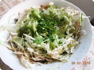 salata racoroasa de varza si castraveti