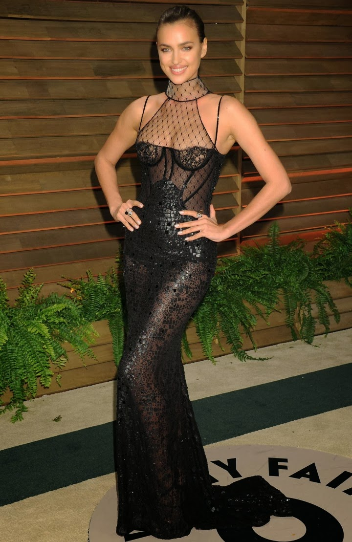 Irina Shayk In A Sheer Lace Corset Atelier Versace Gown At The 2017 Vanity Fair Oscars Party