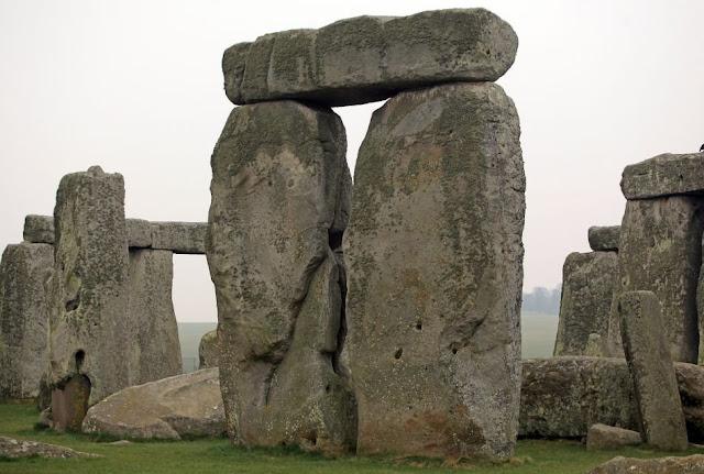 Stonehenge Middle Stones