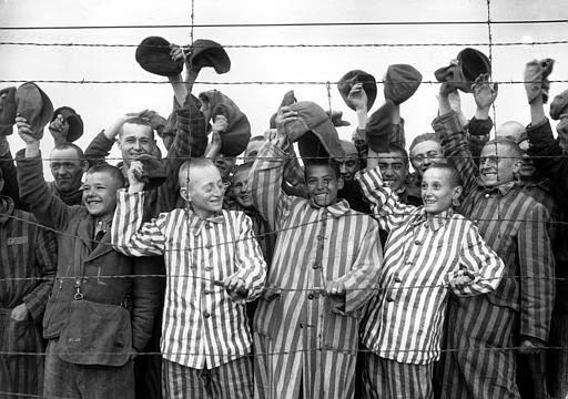 Hace 70 años las tropas soviéticas liberaron el campo de concentración de Auschwitz  Children+liberation