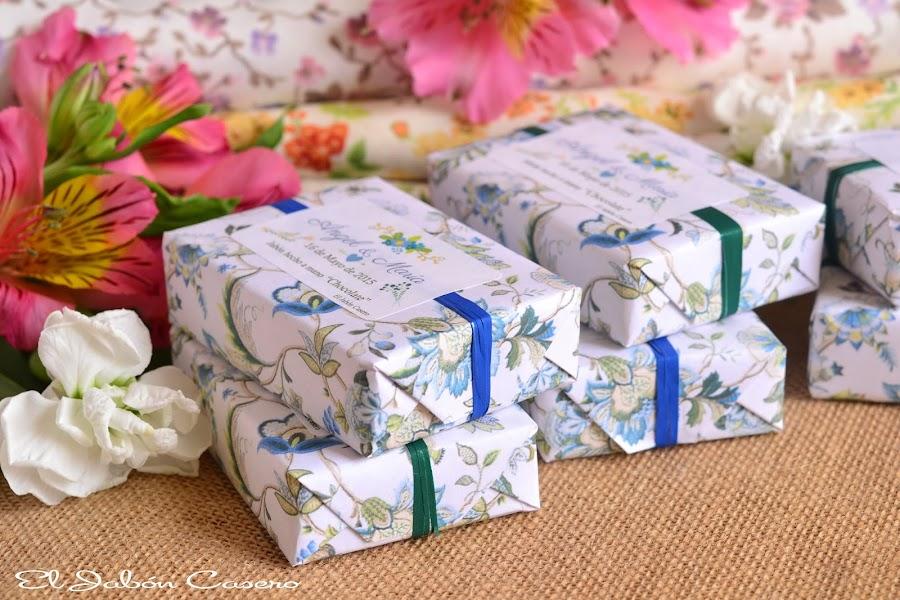 detalles de boda en azul jabones naturales