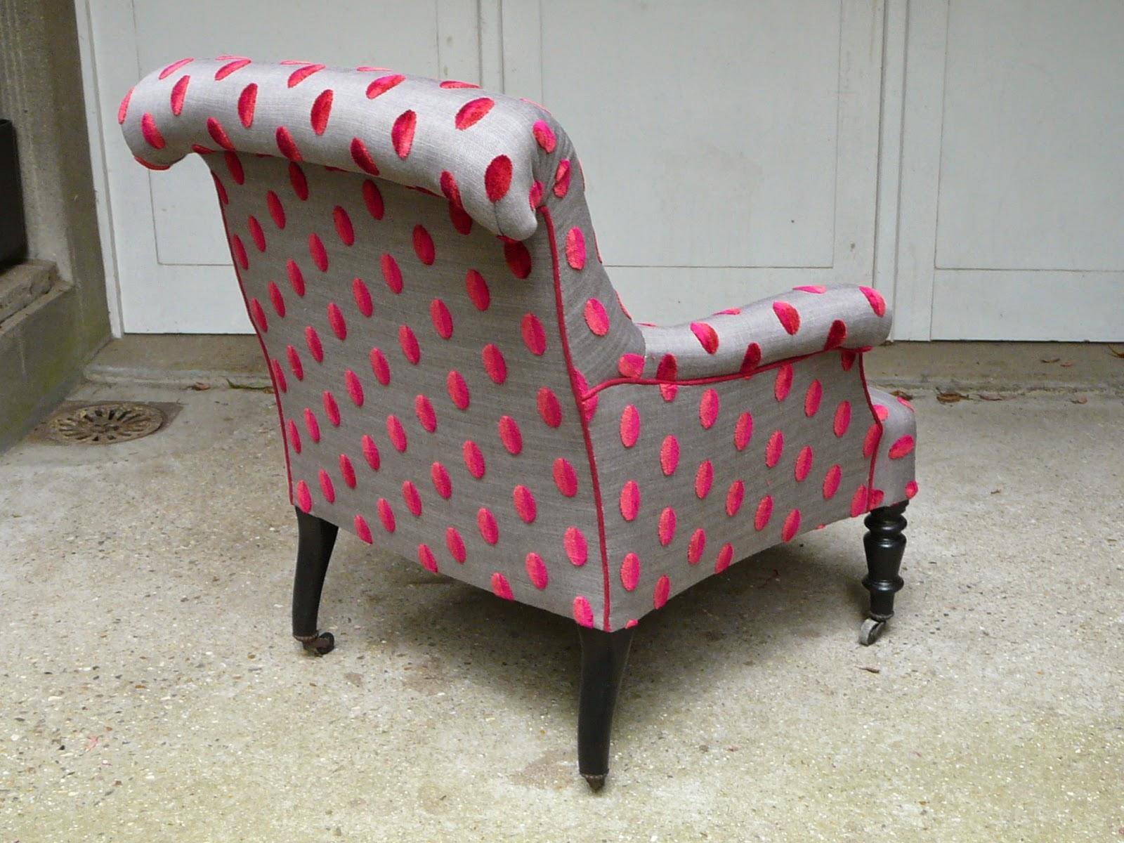 le siege dans tous ses etats fauteuil anglais so girly. Black Bedroom Furniture Sets. Home Design Ideas