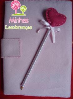 capa-caderno-feltro-personalizado-lápis-cetim