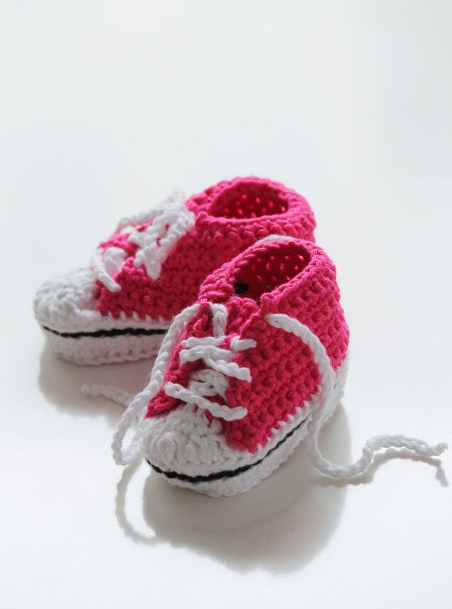 neulotut converset vauvalle