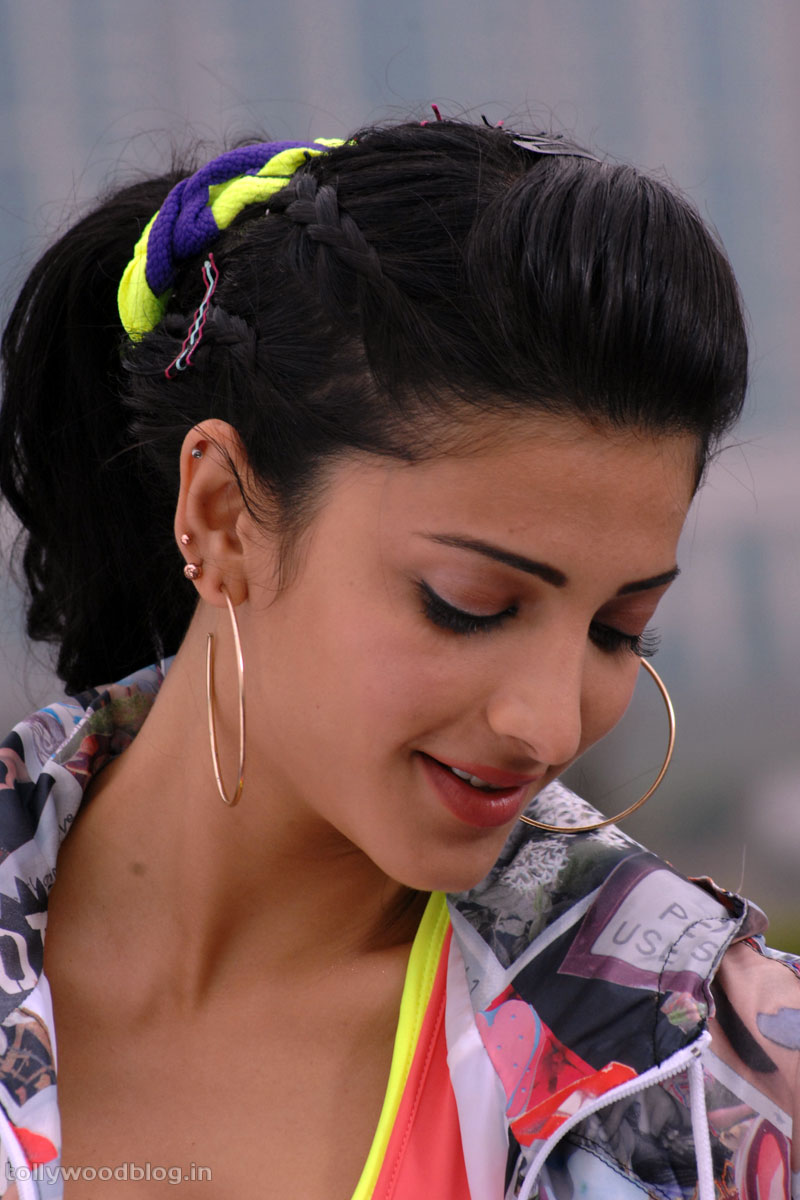 http://2.bp.blogspot.com/-m1z0Pc8G3Mg/TrLCK4USdDI/AAAAAAAARAA/HHxJIcpAf3c/s1600/shruthi_hassan_beautiful_hot_photos_008.jpg