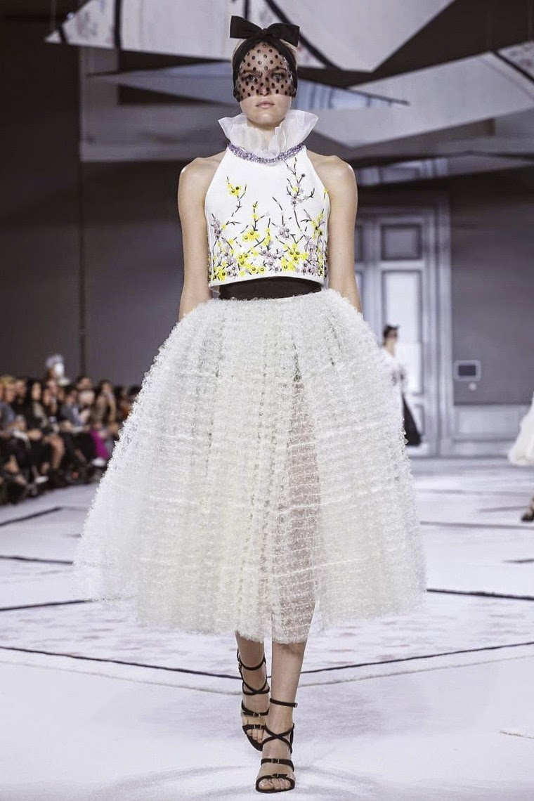 Giambattista Valli spring summer 2015, Giambattista Valli ss15, Giambattista Valli, Giambattista Valli couture, Giambattista Valli haute couture, du dessin aux podiums, dudessinauxpodiums, paris couture, paris haute couture, haute couture, paris haute couture fashion week, vintage look, dress to impress, dress for less, boho, unique vintage, alloy clothing, venus clothing, la moda, spring trends, tendance, tendance de mode, blog de mode, fashion blog, blog mode, mode paris, paris mode, fashion news, designer, fashion designer, moda in pelle, ross dress for less, fashion magazines, fashion blogs, mode a toi, revista de moda, vintage, vintage definition, vintage retro, top fashion, suits online, blog de moda, blog moda, ropa, asos dresses, blogs de moda, dresses, tunique femme, vetements femmes, fashion tops, womens fashions, vetement tendance, fashion dresses, ladies clothes, robes de soiree, robe bustier, robe sexy, sexy dress