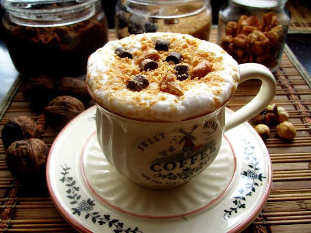 Kawa Orzechowa z Prażonymi Orzeszkami i Czekoladą
