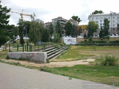 Казанский парк Черное озеро, трибуны спортивной площадки