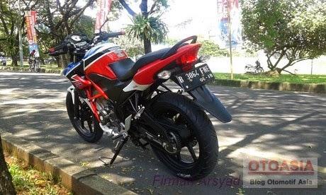 otoasia.net - Berikut modifikasi Honda CB150R Minimalis namun secara tampilan cukup menarik dan bisa dijadikan inspirasi. Mengusung konsep Street Fighter dengan beberapa perubahan part juga disematkan khususnya perubahan pada bagian kaki-kaki.