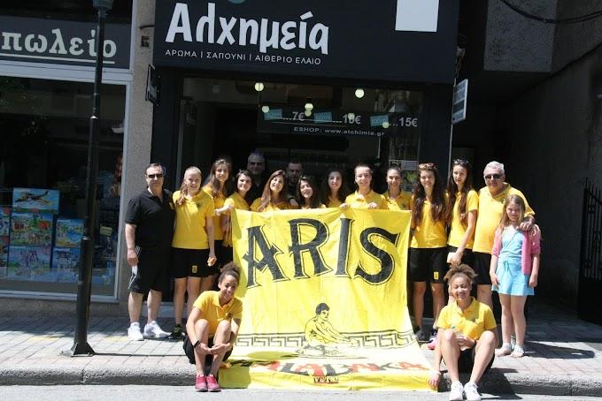 Οι πρωταθλήτριες κορασίδες του Αρη στο κατάστημα «Αλχημεία» στην Καλαμπάκα-Φωτορεπορτάζ