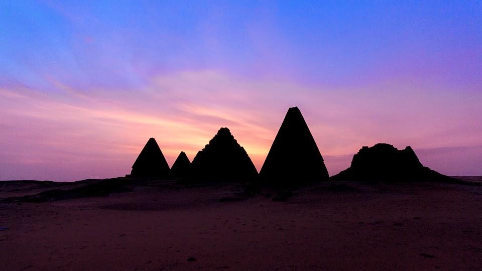 piramisok napnyugtakor Kerimában