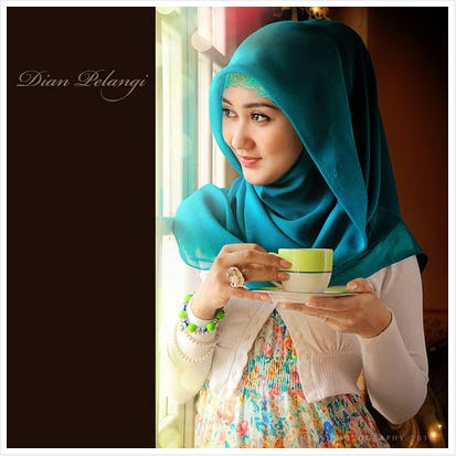 Hijab Style: Dian PelangiSuci Shawl Scarf