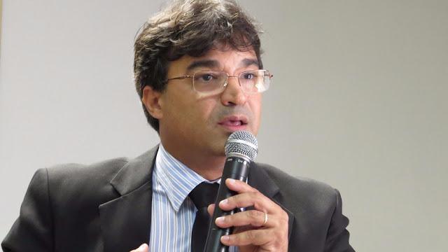 http://www.blogdofelipeandrade.com.br/2015/12/eduardo-batista-fred-conseguiu-proeza.html