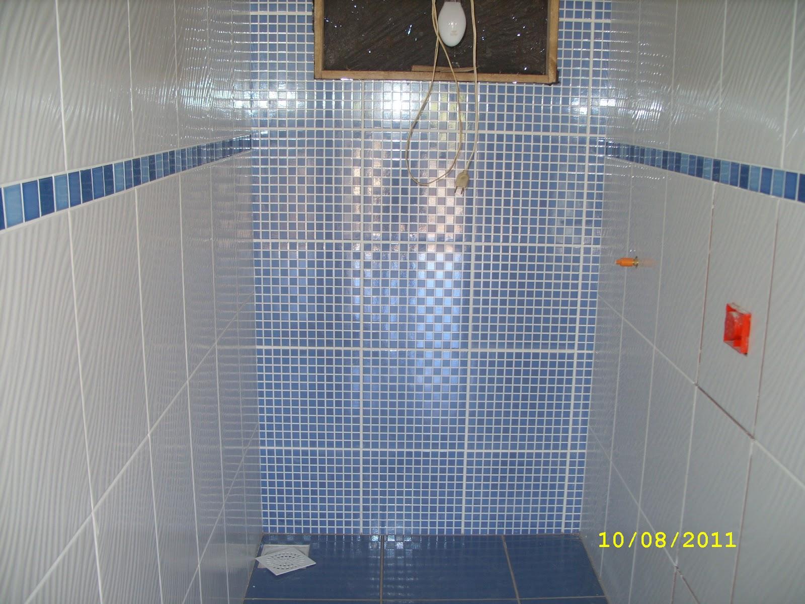 Adilson Simone e Lilica em construção!!!: Pisos banheiros #4A5F81 1600x1200 Banheiro Branco Com Rejunte Azul