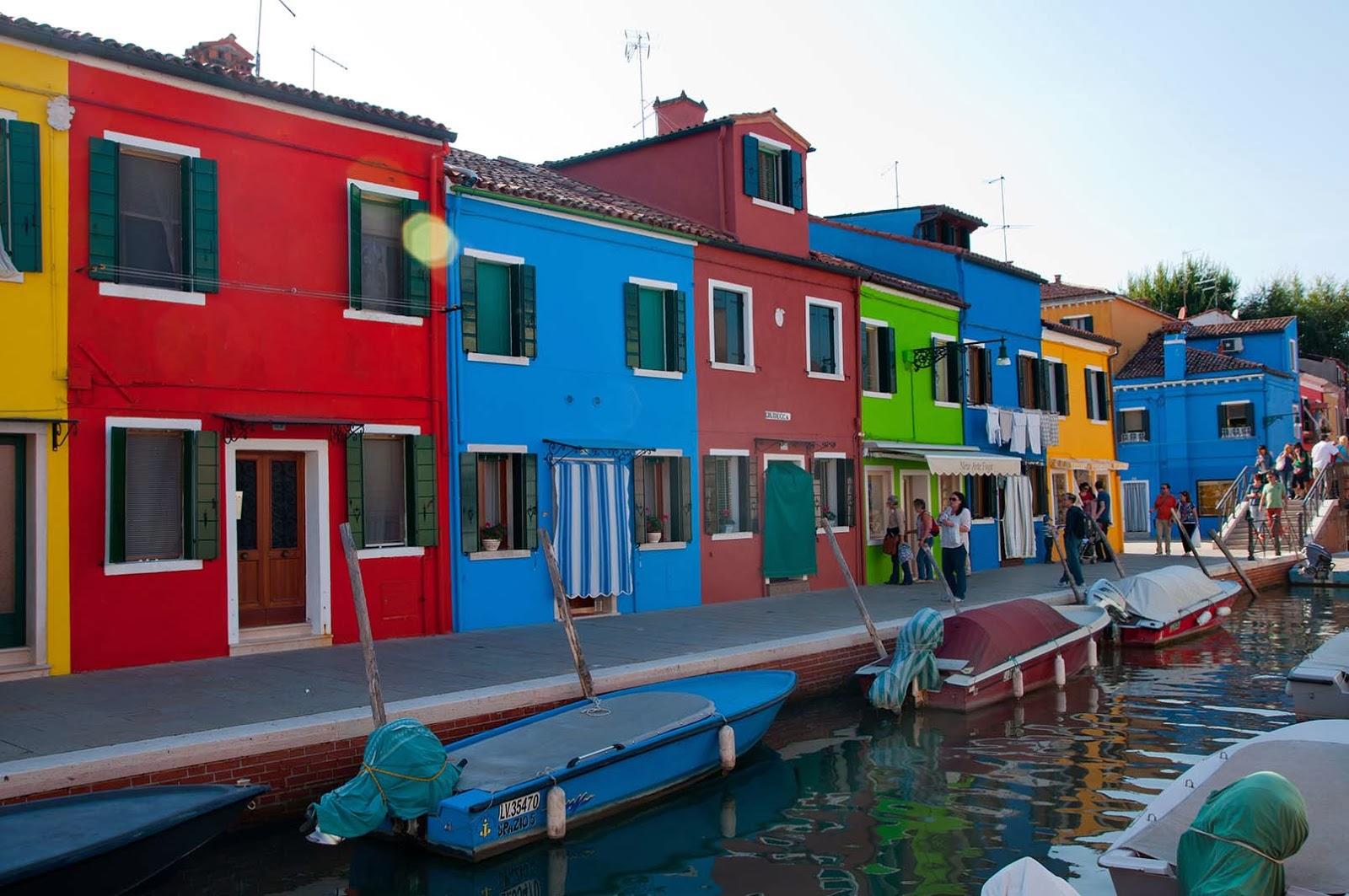 Burano venecia una isla de colores dosmaletas - Colores de casas ...