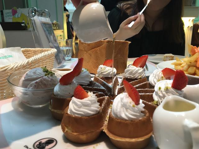 dazzling cafe strawberry ice cream waffle