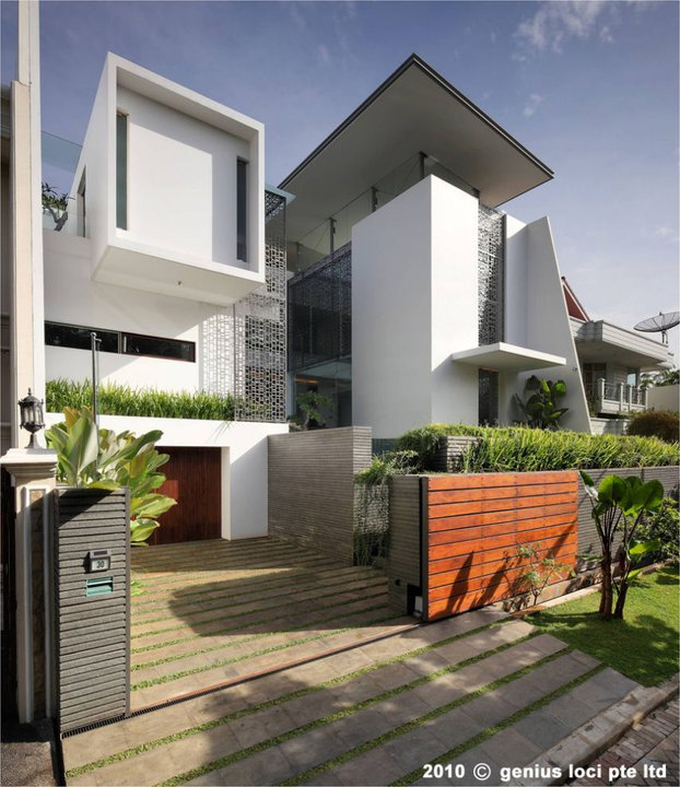 Home design and architecture pinisi house jakarta indonesia for Small house design thailand