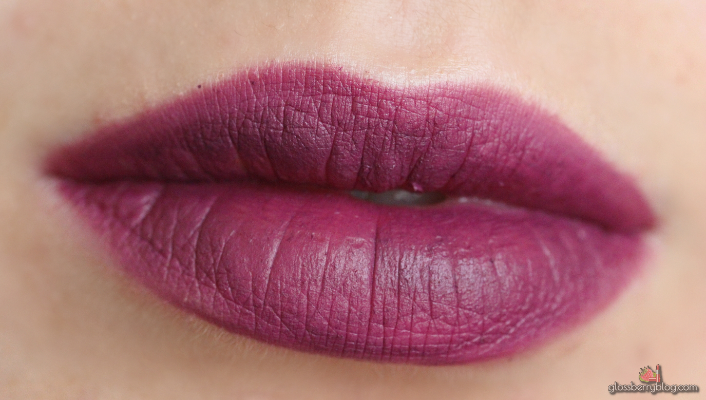 ofra new orleans long lasting liquid lipstick lipcolor lipswatch swatch review סקירה המלצה שפתון עפרה עמיד נוזלי מאט סגול ניו אורלינס גלוסברי בלוג איפור וטיפוח glossberry beauty blog