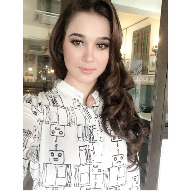 Emma Maembong Seksi Hot Artis Malaysia
