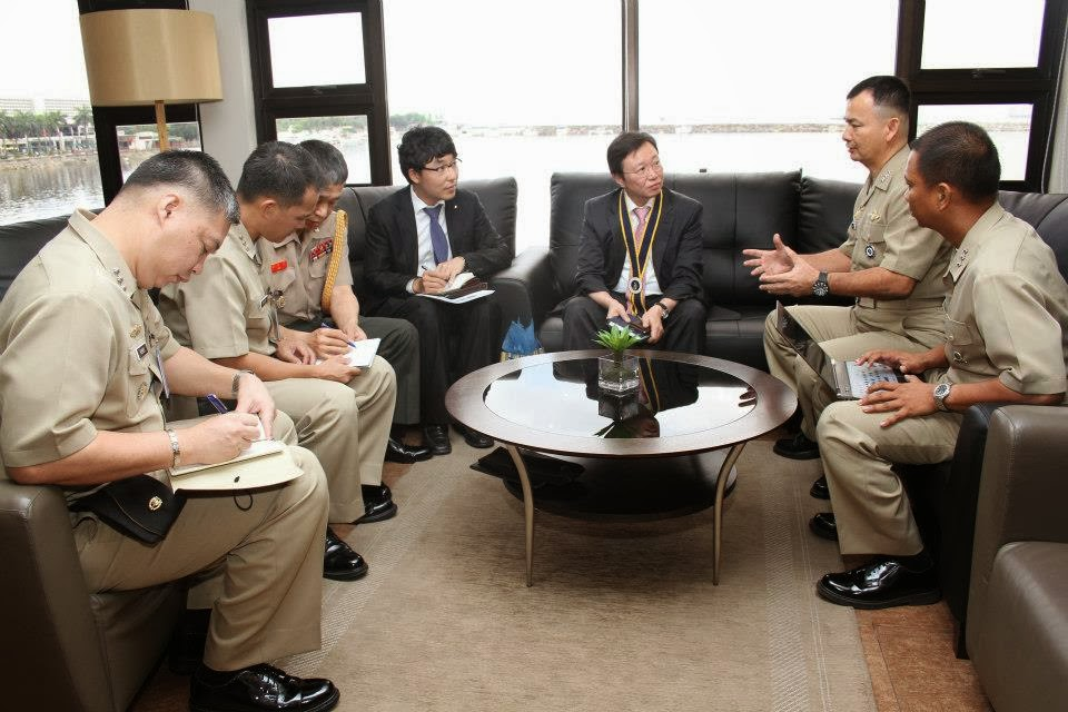 DSME officials disucssing with the Philippine Navy top brass early