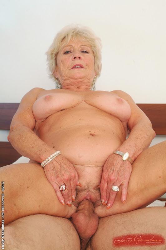Фото голая бабушка с внуком 23925 фотография