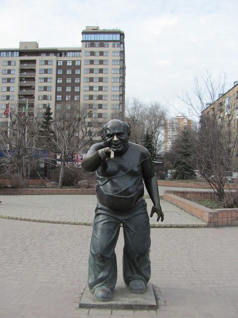 Исполнитель желаний. Памятник Доценту - Евгению Леонову, на Мосфильме