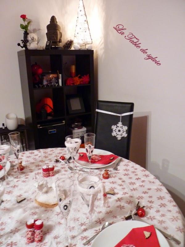la table de sylvie no l blanc et rouge. Black Bedroom Furniture Sets. Home Design Ideas