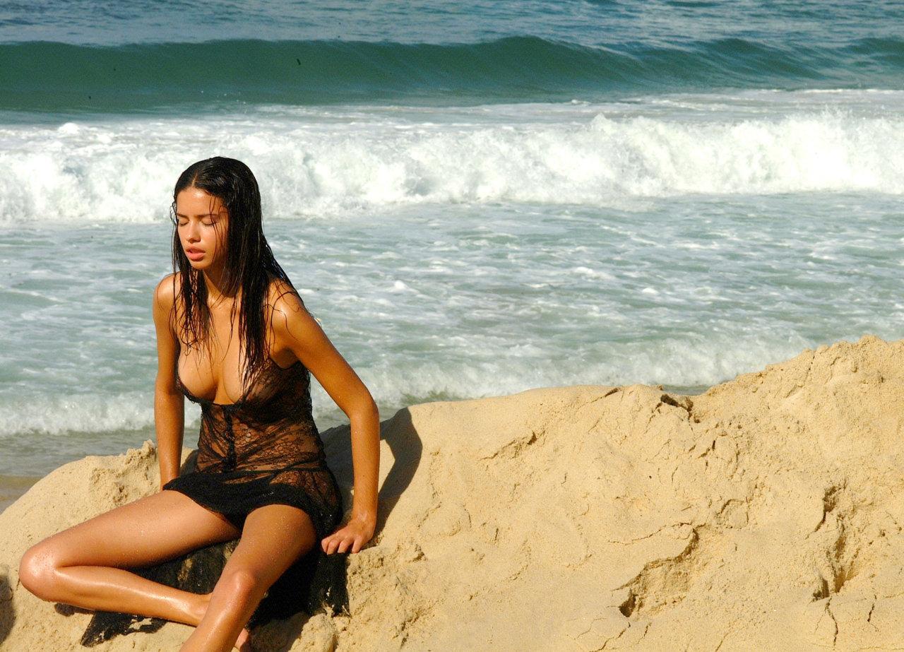 http://2.bp.blogspot.com/-m6WKfhAyDNM/UH0WsnkoWuI/AAAAAAAAHQE/AoKMa7Z68U4/s1600/Adriana_Lima25.jpg