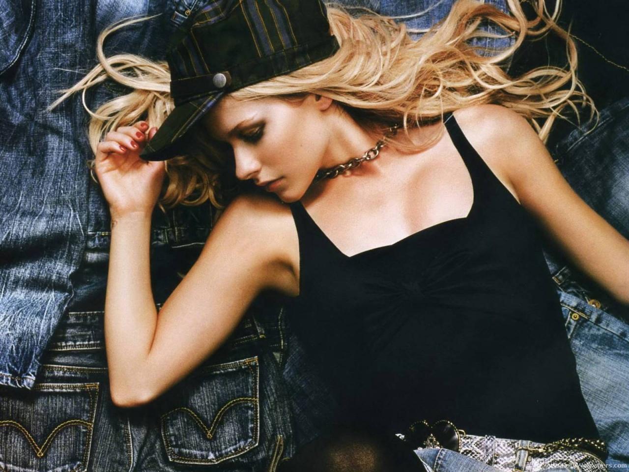 http://2.bp.blogspot.com/-m6hswNU_Sgc/Tjqu0gZTLDI/AAAAAAAAIlA/0zOJwwGylvQ/s1600/Avril_Lavigne_glamour_hd_wallpaper.jpg