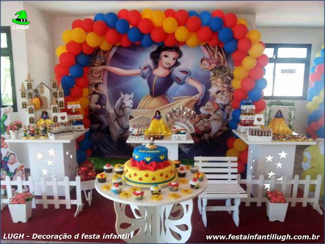 Tema Branca de Neve para decoração de festa infantil de meninas em mesa provençal - Barra RJ