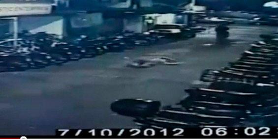 Video Wanita Ragut Dibiarkan Terlantar Di Jalanan Di Pulau Pinang