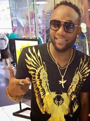 Photos: Kcee unveils new look on US tour
