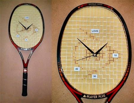 Reloj de pared hecho con raquetas recicladas
