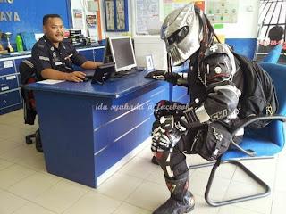 Gempar Alien Muncul Di Balai Polis