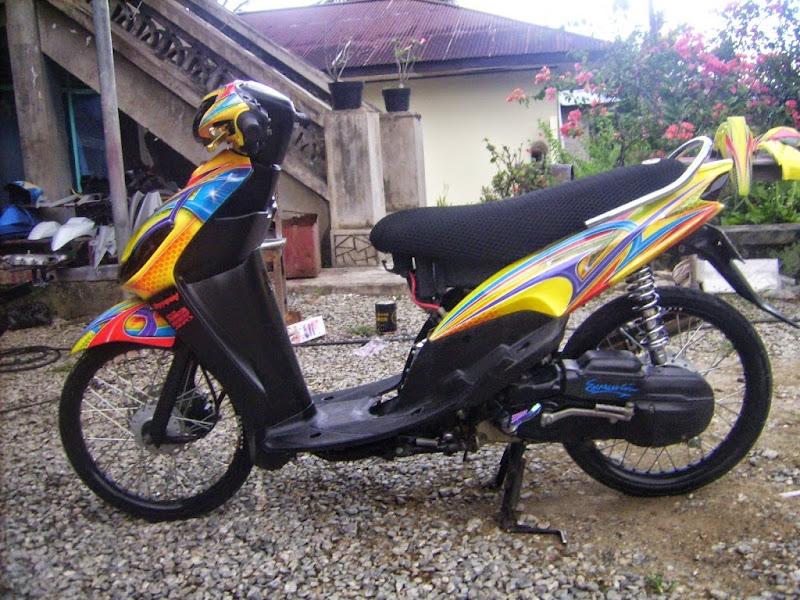 Modifikasi Yamaha Mio Sporty dengan desain Airbrush Grafis dominan  title=